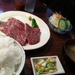 大更ホルモン - メガステーキ定食780円