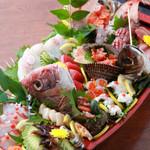 幸蔵 - 料理写真:【豪快船盛り】毎朝大将自ら市場で仕入れる新鮮な海の幸をご賞味あれ!