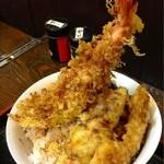 天ぷらそば ふくろう - 天丼 特盛 別アングルです。 海老がぁ〜!