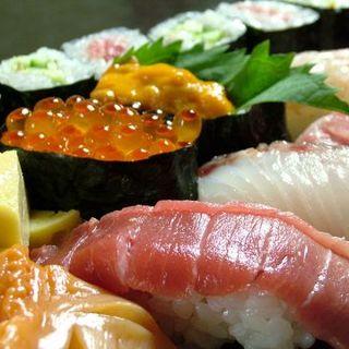 旬のネタが揃ったお寿司