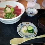 赤沢日帰り温泉館レストラン - マグロ丼 味噌汁お代わり自由