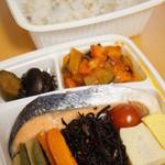 セバスチャン - 鮭の塩焼き弁当(お持ち帰り・600円)