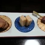 寿司・懐石處 やなぎ - 鱧卵煮こごり・自家製鮪スモーク・いか団子
