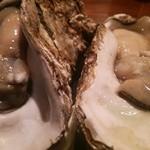 beber - 岩牡蠣2つ、ドーン!