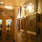 レストラン カフェ ショコラ - 入り口の絵画