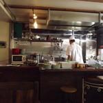 タイ料理研究所 - よく見える厨房
