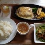 20669280 - チーズハンバーグ780円+Bセット280円。ライス、サラダ、スープ、デザート付き。