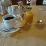 磯子カンツリークラブ - モーニングのコーヒーとオレンジジュース