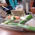 日の出製麺所 - ネギは自分でハサミで刻んで好きなだけ☆彡