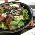 焼肉処 東風 - 牛タンのみそ煮丼