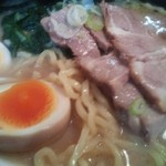 福気 - 味玉・中太ウェーブ麺