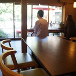 喫茶去 - 外に面したお席もあります。