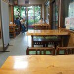 新鶯亭 - 昔ながらの甘味屋さんといった雰囲気。