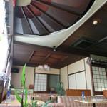 さぶりな - 天井には巨大な扇子が