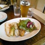 Pittsuriakarore - 前菜の盛合せとプレミアムモルツ(セット+400円)
