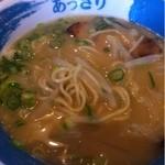 ラーメン東大 - あっさりラーメン(食べてる途中で撮影、本当は葱やチャーシューが綺麗にトッピングされています)