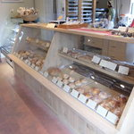 ジェイズキッチン - 内観写真:パンはすべてショーケースにて販売しています。