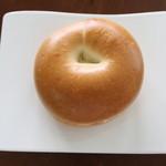 ブーランジェリー プチットゥ フォレ - ベーコンとポテトサラダのベーグル