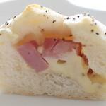 ブーランジェリー プチットゥ フォレ - ベーコンチーズパン
