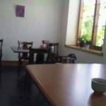 ももも - テーブル席と、カウンター