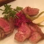 下北沢BARU - 熟成肉の炭火焼盛り合わせ
