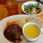 羽山料理店 - ステーキランチ(スープ・パンは美味しいが肝心のお肉はかため)