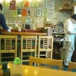 加茂寿司 - テーブルよりカウンターを