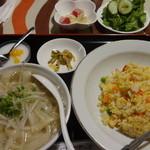 喜運来 - カニチャーハン+半刀削麺:500円