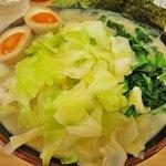 壱成家 - 塩チャーシュー麺+麺中盛り+キャベツ+ほうれん草+味付けたまご
