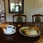 御影茶屋 - ローストポークのサンドとコーヒー