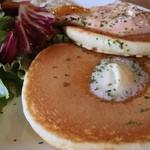北口カフェ - ベーコンエッグパンケーキ