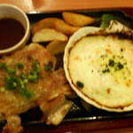 ココス - チキンステーキ&サーモンとほうれん草のグラタン(照り焼きソース) 1,029円 2013/08