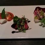 Ag - 前菜3種 カプレーゼ、ローストビーフ、タコとアンチョビのマリネ