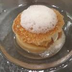 リベルタス - デセール 爽やかな桃のコンポート、バニラアイス添え