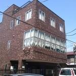 ビストロ ボン・グー・コクブ - 二階のカーテンが見える場所です☆
