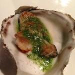 20697038 - 岩牡蠣、ソースが美味しい