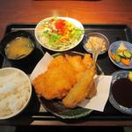 居食家 灯り - アジの梅しそフライと国産鶏カツ定食
