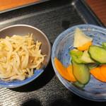居食家 灯り - 小鉢と漬物アップ