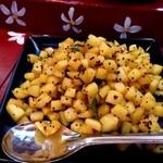 なんどり - ジャガイモとマスタードシードの炒め物