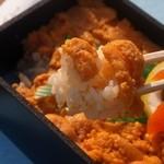 三陸リアス亭 - うに弁当 食べる