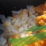 三陸リアス亭 - ご飯も「うに」を入れて炊いているんだそう
