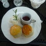Tea Room - 生クリームと苺ジャムのスコーン