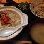 成山 - 料理写真:ちゃんこキムチのせ ¥800