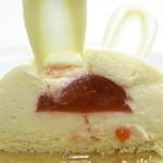 ジョフラン - ホワイトチョコでコーティングされたミルクムース・苺ジャム入り♪