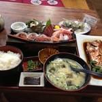 20711589 - 刺身定食、がわ汁、煮魚(金目鯛)、さざえの壺焼
