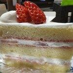 コム・ヴァカンス - イチゴのショートケーキの断面