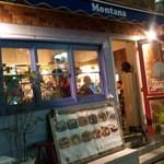 モンタナ - 外観(夜) 外にも見やすいメニューあり