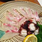 四季の味処 髭ダルマ - その日のオススメから鯛とタコのお刺身。鯛が美味しかったです!