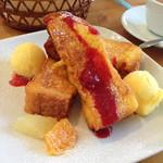 クラブハリエ ジュブリルタン - モーニングのフレンチトーストセット730円