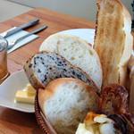 クラブハリエ ジュブリルタン - モーニングプレートの食べ放題のパン